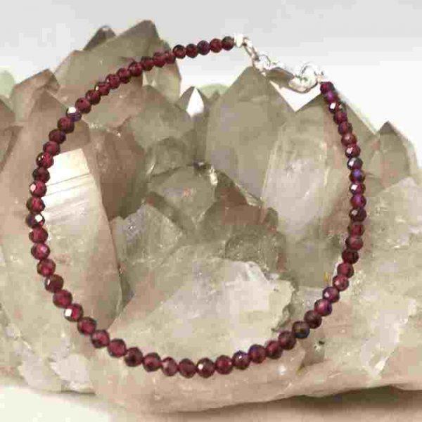 bracelet-elegant-en-grenat-facette