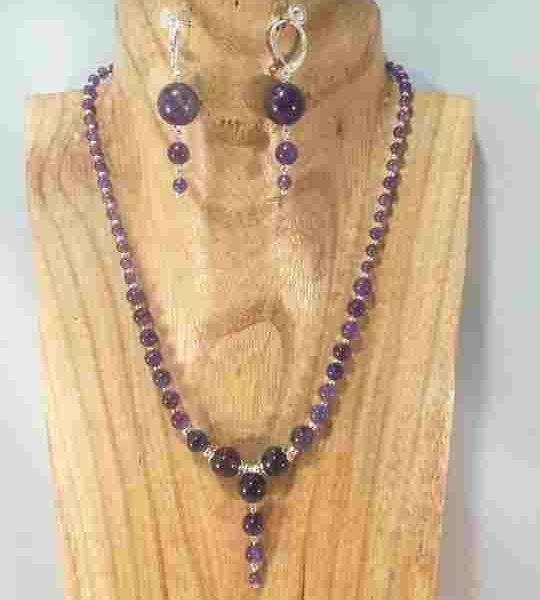 collier-en-amethyste-4-pierres-centrales-articules