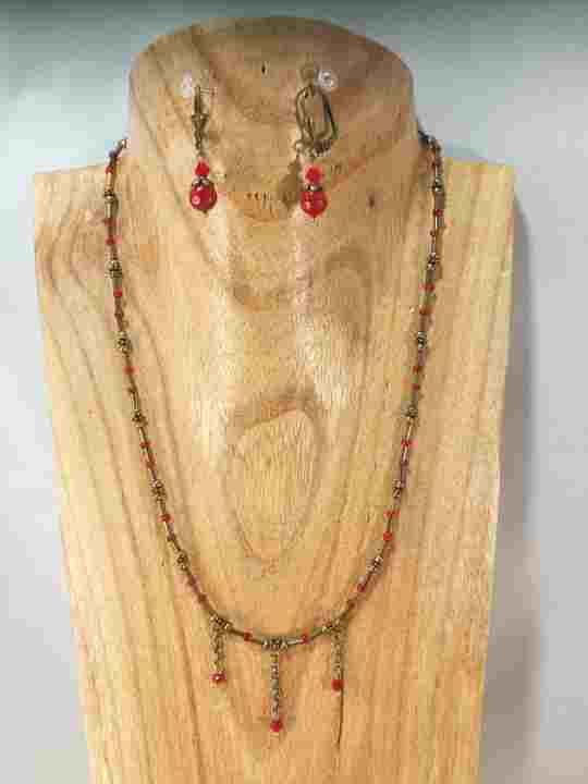 collier-boheme-rougemauve-sur-chaine